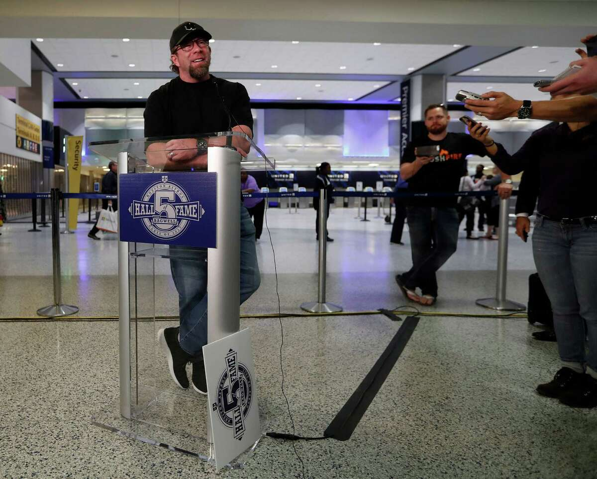 Jeff Bagwell holds court at Bush Intercontinental Airport on Wednesday before flying to New York.