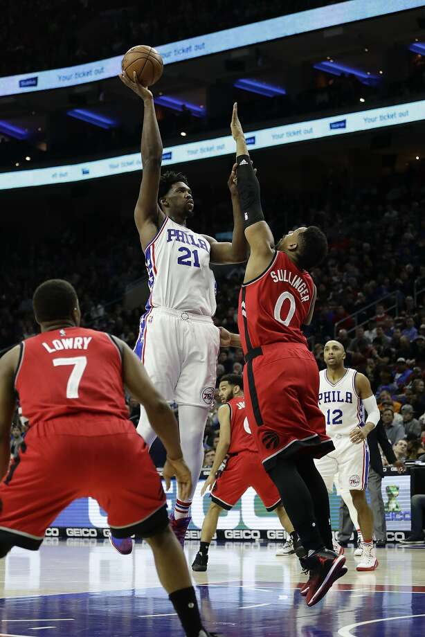 76ers center Joel Embiid (No. 21) surpassed 20 points in fewer than 30 minutes in his 10th straight game. Photo: Matt Slocum, Associated Press