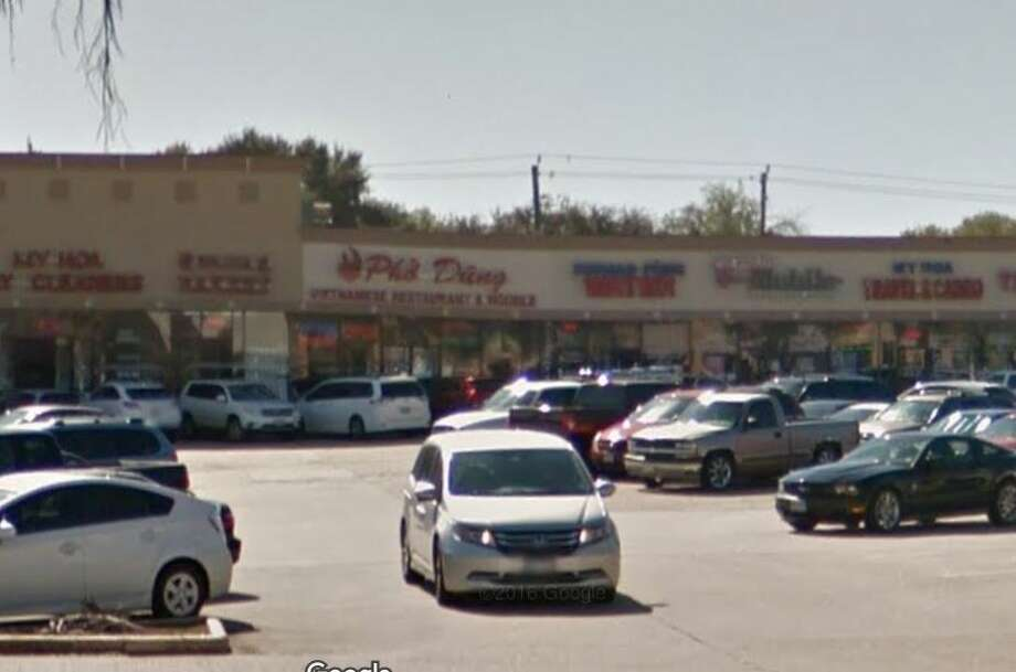 Pho Dung #8 13211 Bellaire Blvd. Houston, TX 77083Demerits: 63Inspection Highlights: Observed no hot water at least 110 degrees F., at the three compartment sink. Food serviced operation is temporarily ceased. Observed employee having bare hand contact with ready-to-eat chicken and lettuce at preparation area. Bare hand contact with ready to eat food must be minimized and use single gloves or follow special hand washing procedure. Photo: Google Maps