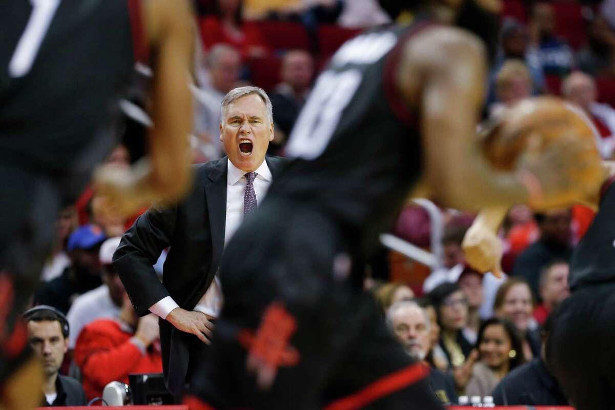 Houston Rockets head coach Mike D'Antoni yells at his players as the Houston Rockets take on the New York Knicks at the Toyota Center Saturday, Dec. 31, 2016 in Houston. ( Michael Ciaglo / Houston Chronicle )