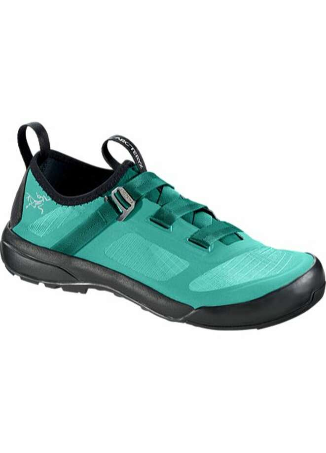 The Arc'teryx Arakys Approach Shoes are ultralight, ideal to wear on climbing adventures, but also perfect for everyday use. Photo: Arc�teryx