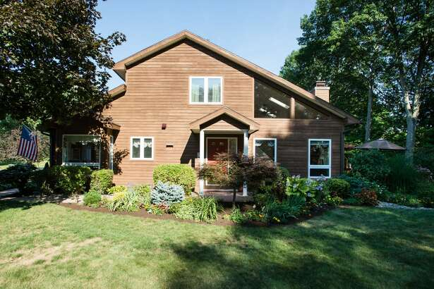House of the Week: 26 Lillian Lane, Troy |  Realtor:    Taylor Buell of Keller Williams, Capital District  |  Discuss:   Talk about this house