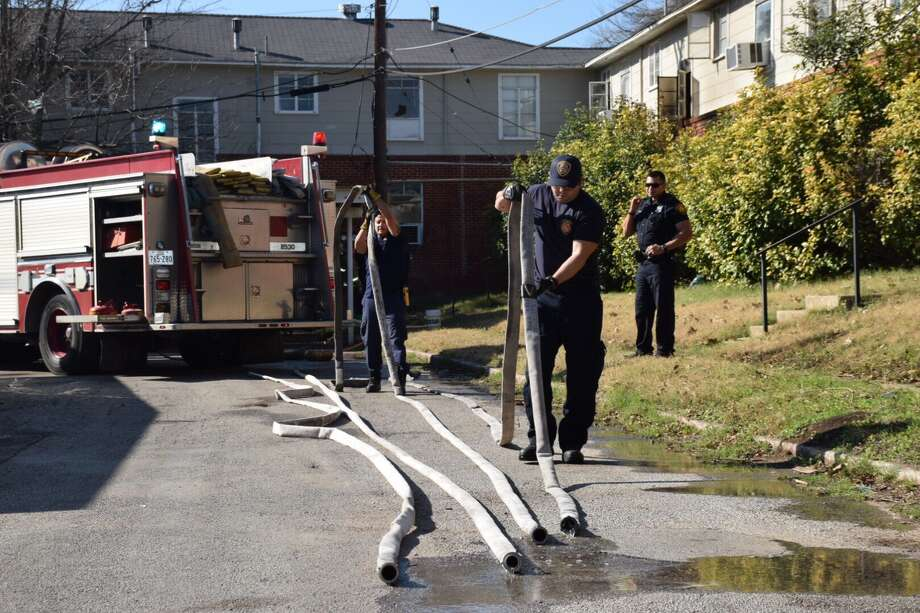 Firefighters on Jan. 19 battled an apartment fire at a complex in the 300 block of Cropsey Avenue in San Antonio's Southwest Side. The fire was reported around 2:15 p.m. and had been extinguished by 2:30. Photo: Caleb Downs, San Antonio Express-News / San Antonio Express-News