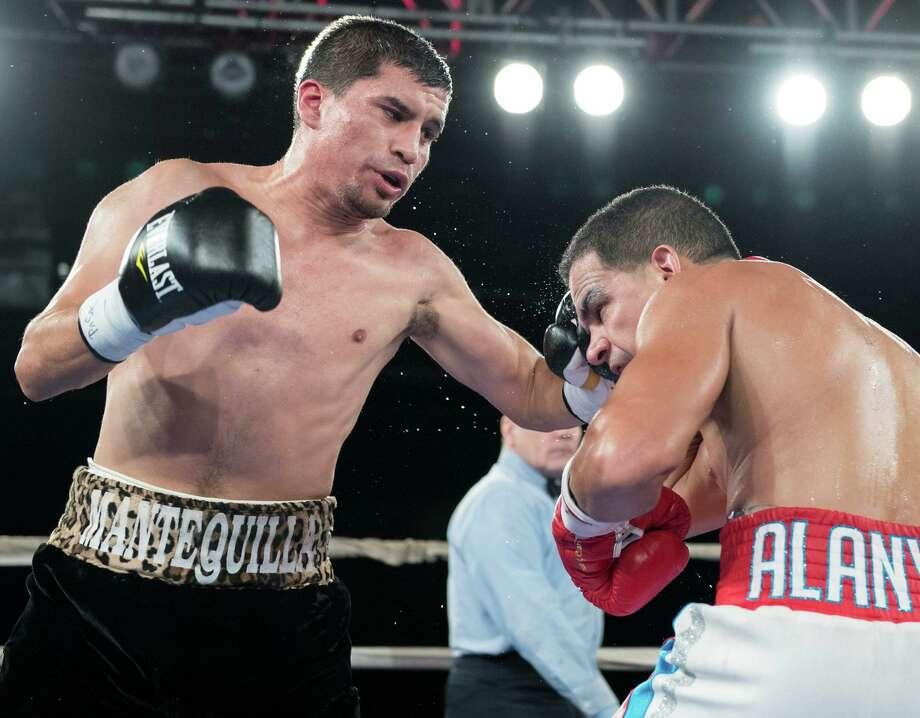 San Antonio boxer Adam Lopez (left) fights in 2016. Photo: Courtesy Photo /Matthew Heasley