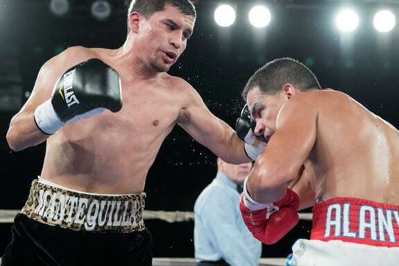 San Antonio boxer Adam Lopez (left) fights in 2016. Lopez (16-0-1, 8 KOs) is scheduled to take on Danny Roman (21-2-1, 7 KOs) on Jan. 20, 2017, in Atlantic City, New Jersey in a 12-round WBA world title eliminator.