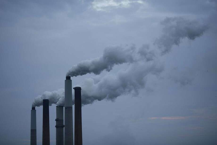 "Connecticut Council on Environmental Quality's assessment of the state's environment:Modest reduction in air pollution as the number of ""bad air days"" remained at 31 during 2016 — one less than 10 year average. Photo: LUKE SHARRETT, STR / New York Times / NYTNS"