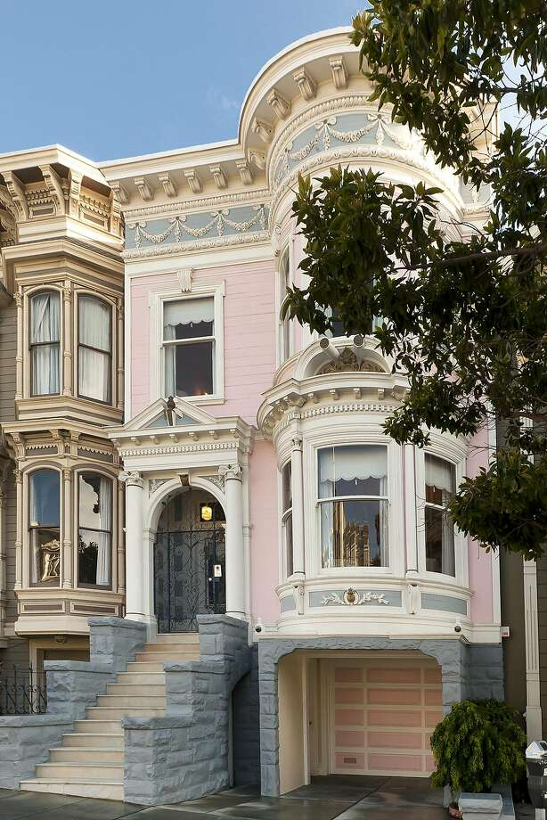 1918 Divisadero is a four bedroom Victorian with an ornate facade in Lower Pacific Heights. Photo: Steph Dewey / Reflex Imaging