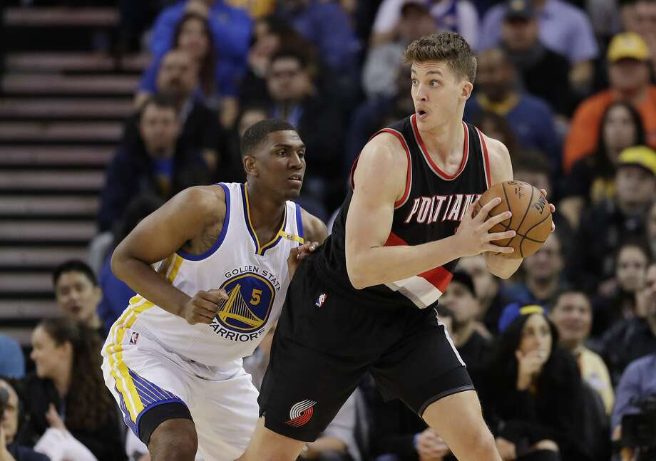 Portland Trail Blazers' Meyers Leonard, right, is guarded by Golden State Warriors' Kevon Looney during the second half of an NBA basketball game Wednesday, Jan. 4, 2017, in Oakland, Calif. (AP Photo/Marcio Jose Sanchez) Photo: Marcio Jose Sanchez, Associated Press