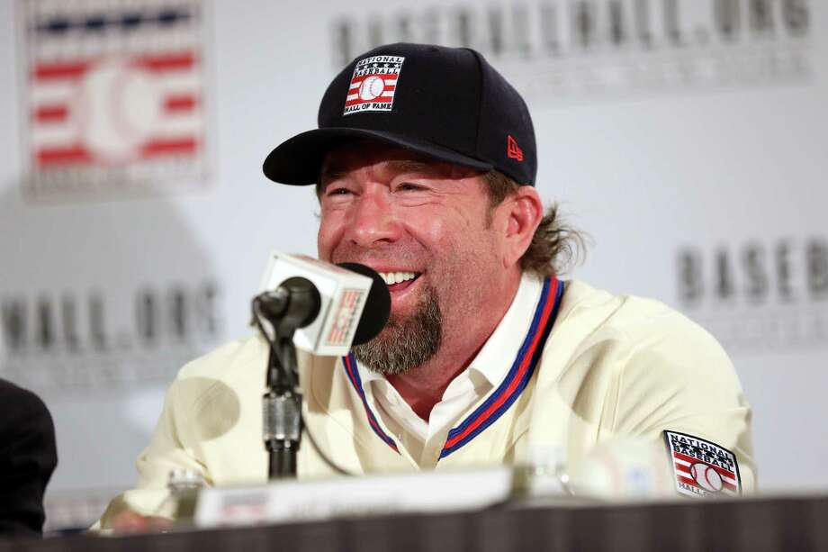Jeff Bagwell joked that the group of himself, Tim Raines and Pudge Rodriguez is the Hall's best ever because, at 6 feet, he is its tallest member. Photo: Alex Trautwig, Stringer / 2017 Major League Baseball Photos