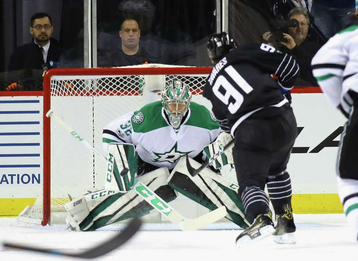 NEW YORK, NY - JANUARY 19: Kari Lehtonen #32 of the Dallas Stars makes the first period save on John Tavares #91 of the New York Islanders at the Barclays Center on January 19, 2017 in the Brooklyn borough of New York City. (Photo by Bruce Bennett/Getty Images) ORG XMIT: 672872591