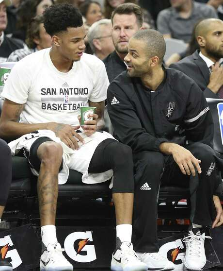 Tony Parker chats with fellow point guard Dejounte Murray on the bench as the Spurs host Denver at the AT&T Center on Jan. 19, 2017. Photo: Tom Reel /San Antonio Express-News / 2017 SAN ANTONIO EXPRESS-NEWS
