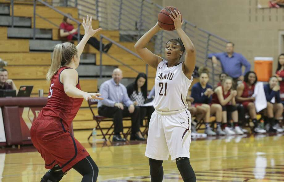 Freshman Unique Finley had a career-high 12 points for the Dustdevils Thursday in a 67-48 loss to Newman. Photo: Victor Strife /Laredo Morning Times