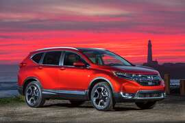 The long hood, longer wheelbase, short rear overhang and dual exhausts give the new CR-V a more sophisticated and athletic presence.