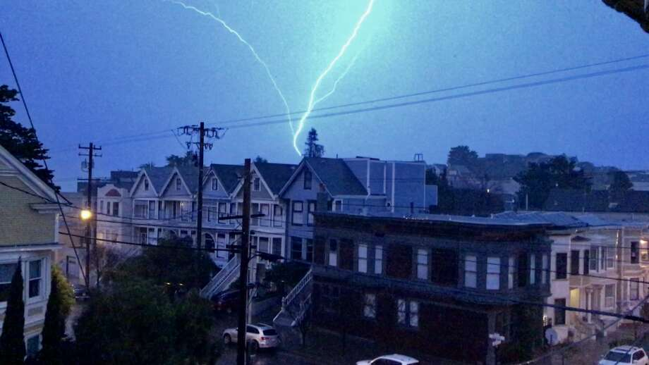 S.F. resident Emilie Porter captured photos of the lightning storm on Jan. 20, 2017, and shared them on Twitter. Photo: Emilie Porter