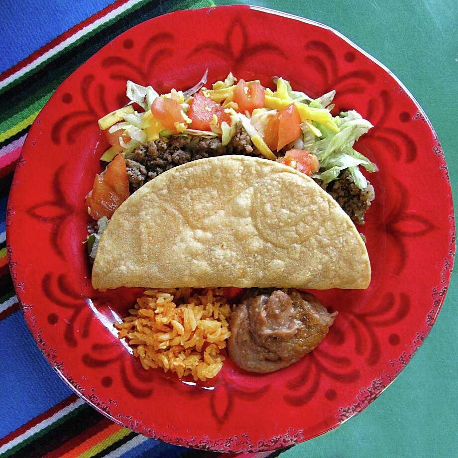 Crispy beef picadillo taco from Jaime's Mexican Restaurant. Photo: Mike Sutter /San Antonio Express-News