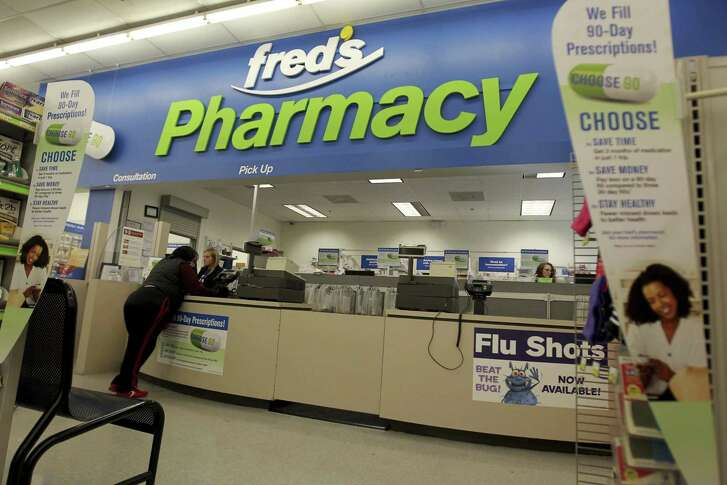 Walgreens has said it would sell 865 drugstores to Fred's Inc. to get approval to take over Rite Aid.
