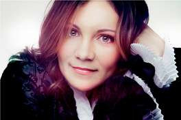 Alina Kiryayeva entertains, educates and enchants audiences.