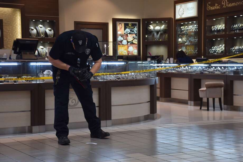 Police are looking for three suspects who robbed the Exotic Diamond jewelry store in the South Park Mall on Friday. Photo: Caleb Downs, San Antonio Express-News / San Antonio Express-News