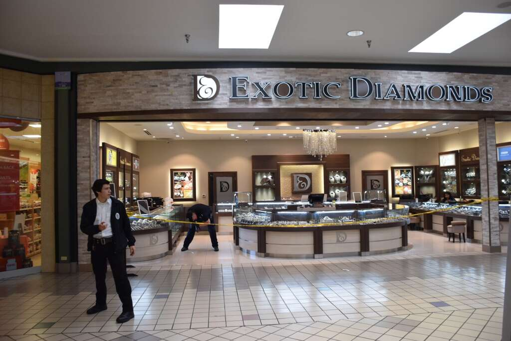 Jewelry store in the mall style guru fashion glitz for Jewelry stores in eau claire wi