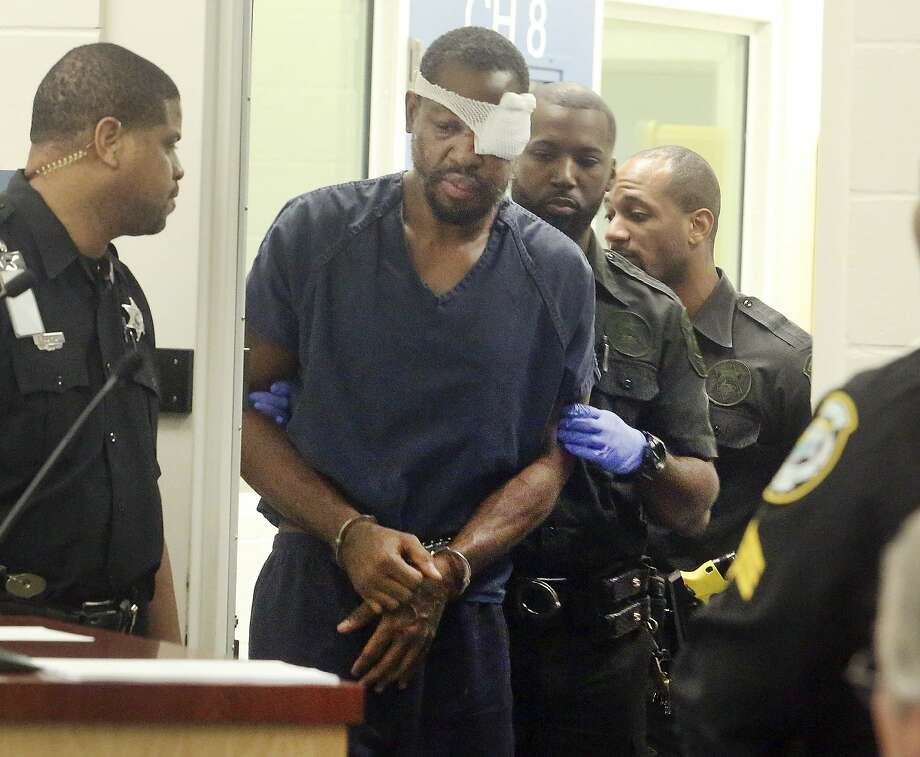 Markeith Loyd, suspected of fatally shooting an Orlando police officer, is escorted into a courtroom for a hearing. He is being held without bail. Photo: Red Huber, Associated Press