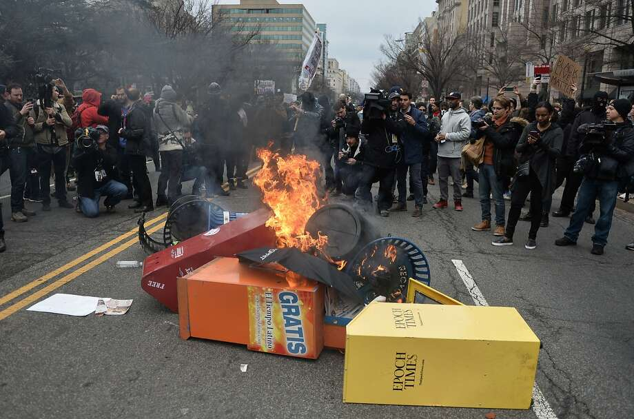 Demonstrators set fires as they confront police in protest against the inauguration of US President Donald Trump on January 20, 2017 in Washington, DC.  Photo: ANDREW CABALLERO-REYNOLDS, AFP/Getty Images