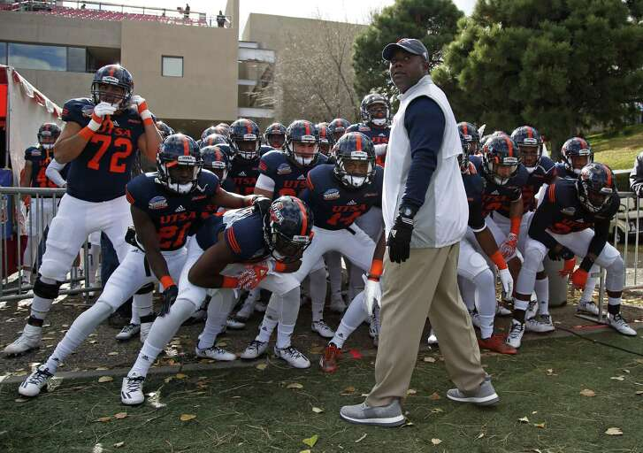 UTSA coach Frank Wilson leads his team onto the field for the New Mexico Bowl in Albuquerque on Dec. 17, 2016.