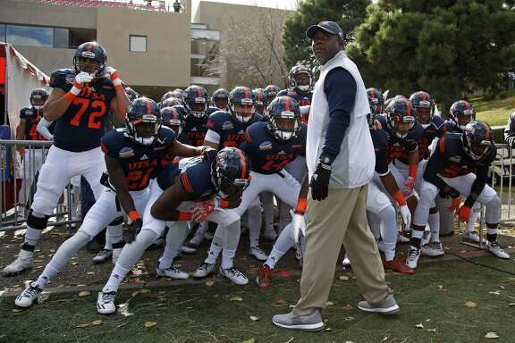 UTSA coach Frank Wilson leads his team on the field for the New Mexico Bowl in Albuquerque on Dec. 17, 2016.