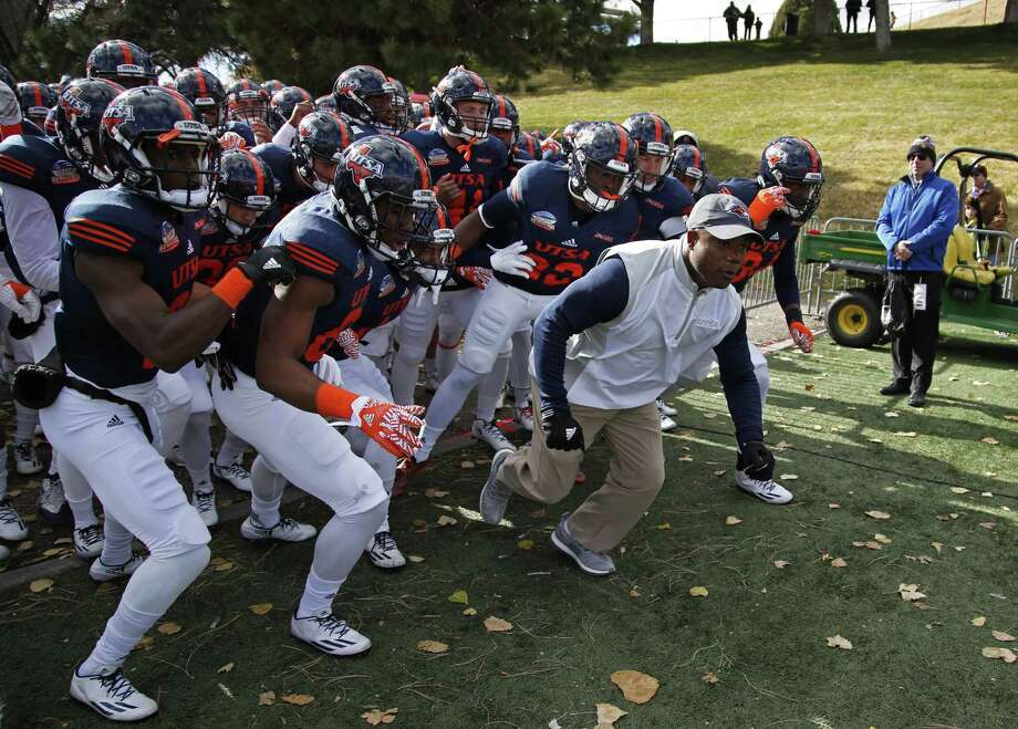UTSA coach Frank Wilson leads his team onto the field for the New Mexico Bowl in Albuquerque on Dec. 17, 2016. Photo: Andres Leighton /Associated Press / FR171260 AP