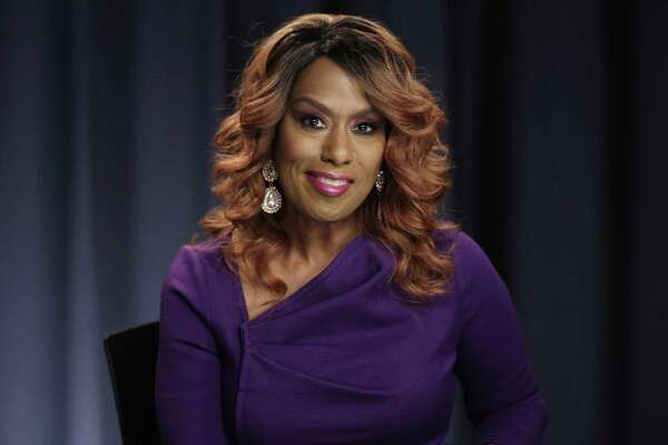 After initially agreeing to perform at the Trump inauguration, singer Jennifer Holliday changed her mind. A reader questions why her decision warranted news coverage.