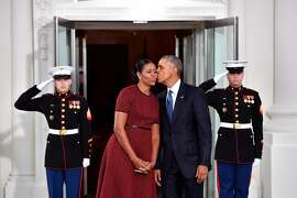 WASHINGTON, DC - JANUARY 20:  President Barack Obama (R) gives Michelle Obama a kiss as they wait for President-elect Donald Trump and wife Melania at the White House before the inauguration on January 20, 2017 in Washington, D.C.  Trump becomes the 45th President of the United States.   (Photo by Kevin Dietsch-Pool/Getty Images)