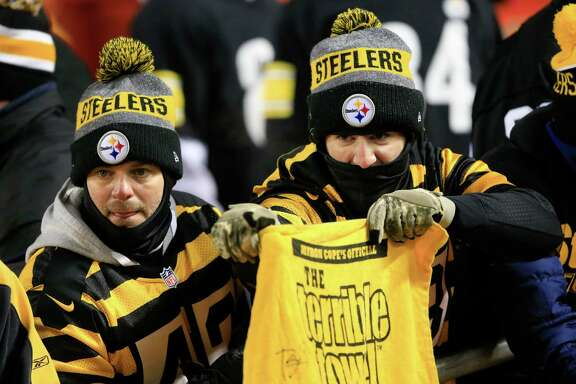 Pittsburgh Steelers fans wait for the start of the NFL divisional playoff football game between the Kansas City Chiefs and the Pittsburgh Steelers, Sunday, Jan. 15, 2017, in Kansas City, Mo. (AP Photo/Orlin Wagner)
