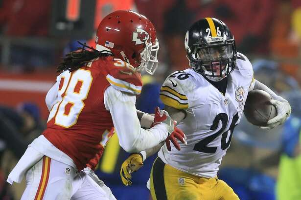 Pittsburgh Steelers running back Le'Veon Bell, right, runs from Kansas City Chiefs free safety Ron Parker (38) during the second half of an NFL divisional playoff football game Sunday, Jan. 15, 2017, in Kansas City, Mo. (AP Photo/Orlin Wagner)