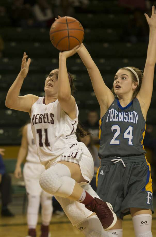 Lee High's Madison Leavitt drives to the basket around Frenship's Avery Dear Friday 01-20-17 at the MC Chaparral Center. Tim Fischer/Reporter-Telegram Photo: Tim Fischer/Midland Reporter-Telegram