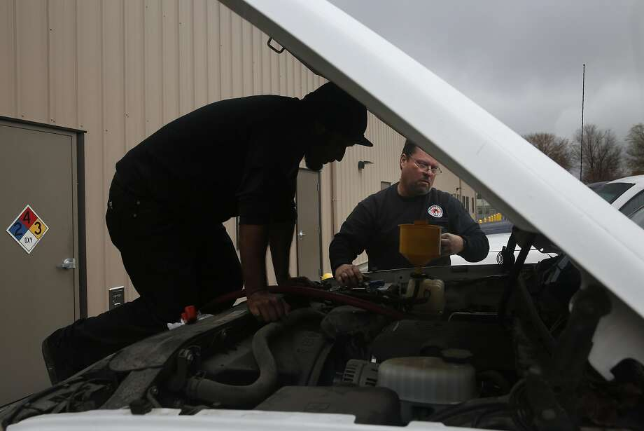 Mechanic assistant Alex Dumay (left) and mechanic Ed Meindersee repair a maintenance truck for the Pittsburg schools. The district will be hit hard if it has to pay more into CalPERS. Photo: Leah Millis, The Chronicle