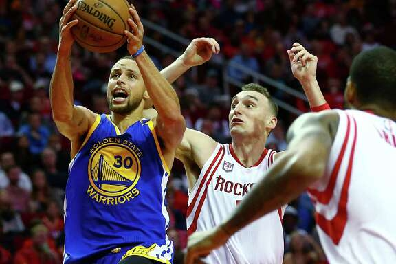 Golden State Warriors guard Stephen Curry (30) goes past Houston Rockets forward Sam Dekker (7) for a layup during the third quarter of an NBA game at the Toyota Center Friday, Jan. 20, 2017, in Houston. ( Jon Shapley / Houston Chronicle )