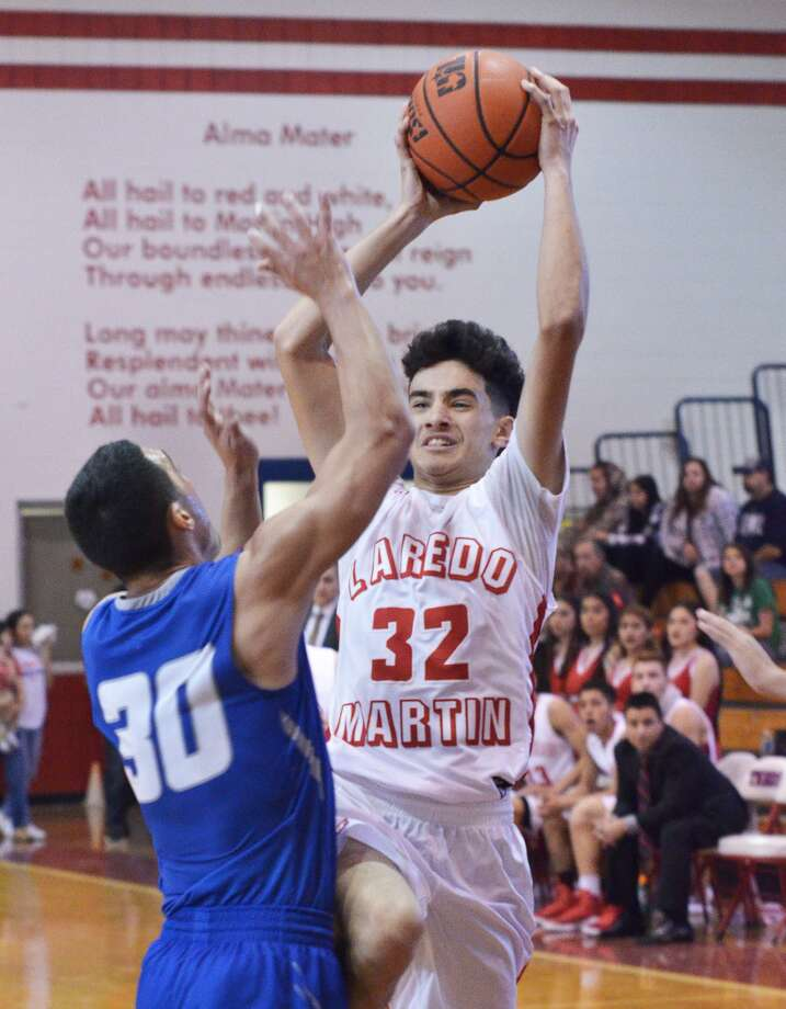 Martin's Eduardo Vela and the Tigers picked up a close 51-48 road win on Friday night at Valley View to move to 10-0 in District 31-5A. Photo: Cuate Santos /Laredo Morning Times File / Laredo Morning Times