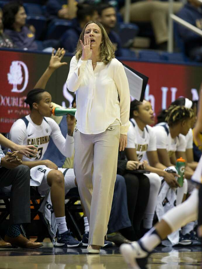 California head coach Lindsay Gottlieb shouts instructions to her players during the first quarter of an NCAA women's college basketball game against Arizona State, on Friday, Jan. 20, 2017 in Berkeley, Calif. Photo: D. ROSS CAMERON, Special To The Chronicle