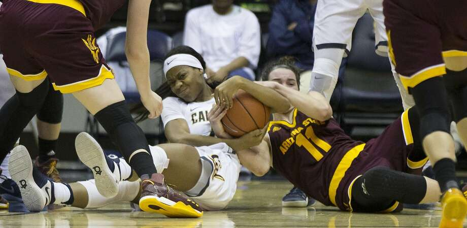 California's Mi'Cole Cayton (21) and Arizona State's Robbi Ryan (11) wrestle for a loose ball during the fourth quarter of an NCAA women's college basketball game, on Friday, Jan. 20, 2017 in Berkeley, Calif. Arizona State won 54-45. Photo: D. ROSS CAMERON, Special To The Chronicle
