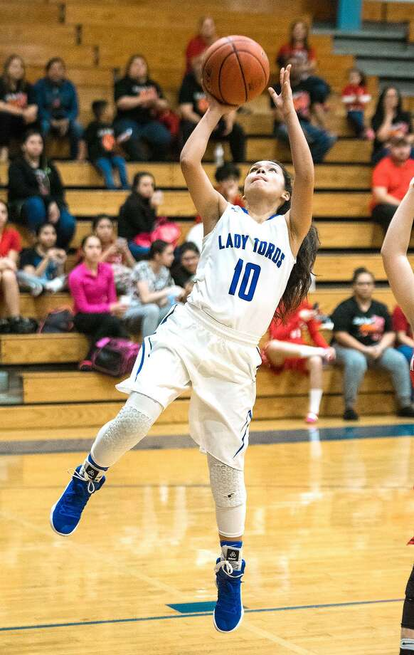Larizza Cantu had a game-high 18 points Thursday but Cigarroa opened its title defense with a 44-41 loss at Pioneer. Photo: Danny Zaragoza /Laredo Morning Times File / Laredo Morning Times