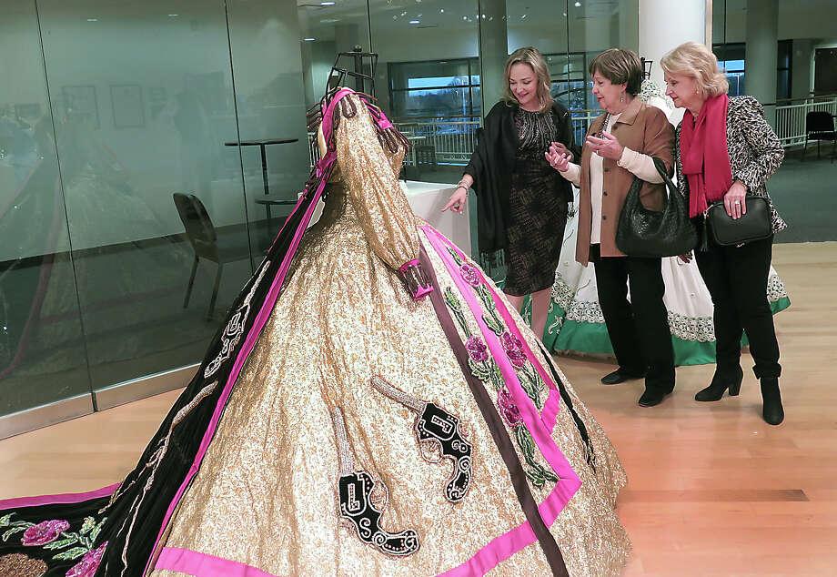 Society of Martha Washington colonial dresses on exhibit - Laredo ...
