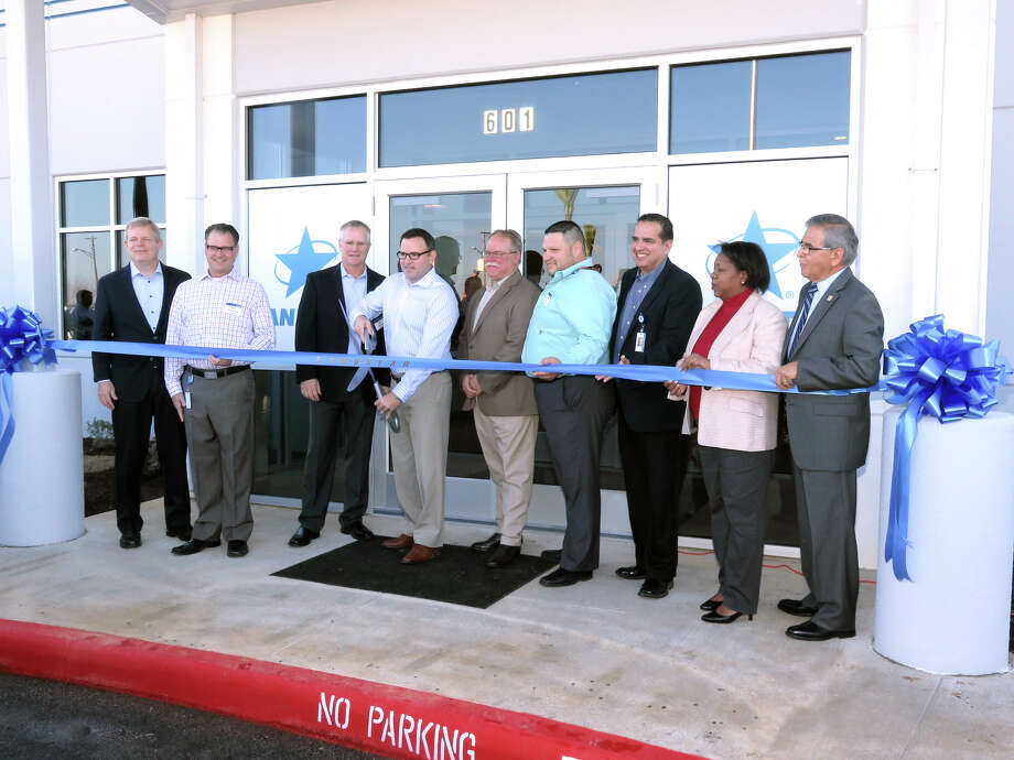 Landstar and Laredo Chamber of Commerce officials participated in a grand opening of the Landstar U.S./Mexico Logistics Service Center in Laredo on Thursday, Jan. 19, 2017. Photo: Cuate Santos, Laredo Morning Times