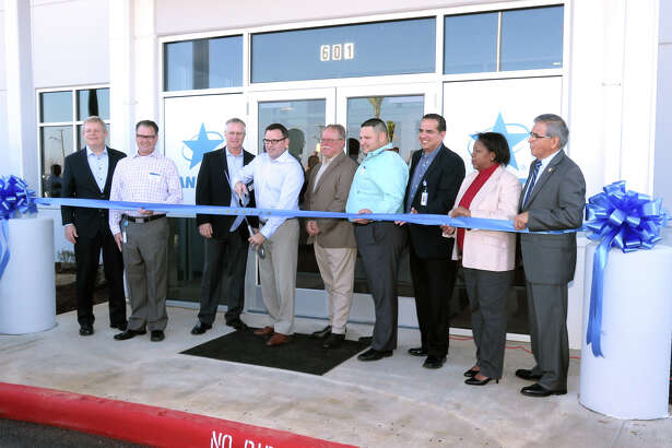Landstar and Laredo Chamber of Commerce officials participated in a grand opening of the Landstar U.S./Mexico Logistics Service Center in Laredo, Texas on Thursday, Jan. 19, 2017.