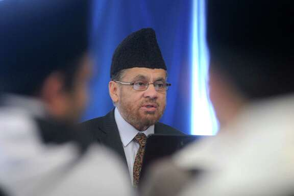Hibatur Rahman, spiritual representative of his Holiness Khalifa of the Ahmadiyya Muslim Community, speaks at the last day of the Ahmadiyya Muslim Youth Association Youth Summit at the Baitus Samee Mosque Sunday Jan. 22, 2017.(Dave Rossman photo)