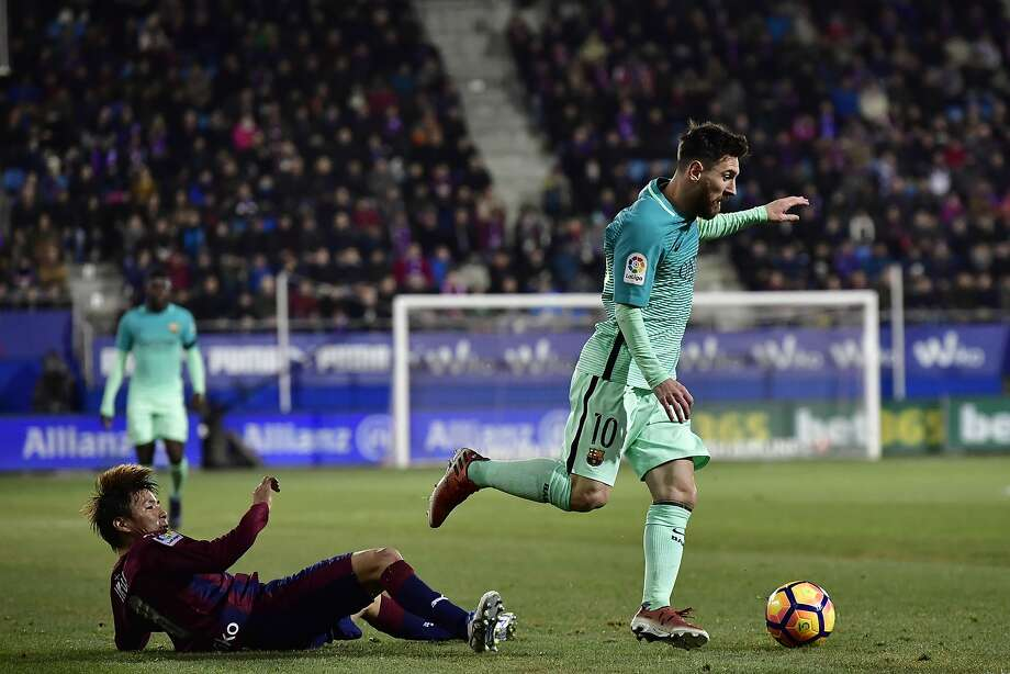 FC Barcelona's Lionel Messi, right, in action with Eibar's Takashi Inui, during the Spanish La Liga soccer match between FC Barcelona and Eibar, at Ipurua stadium in Eibar, northern Spain, Sunday, Jan. 22, 2017. (AP Photo/Alvaro Barrientos) Photo: Alvaro Barrientos, Associated Press