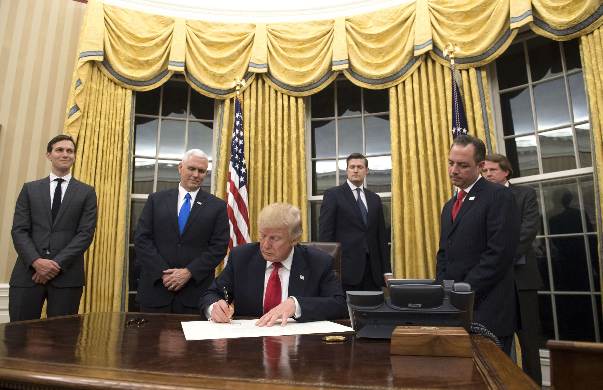barak obama oval office golds. Here\u0027s How President Donald Trump Has Already Redecorated The Oval Office - Houston Chronicle Barak Obama Golds A