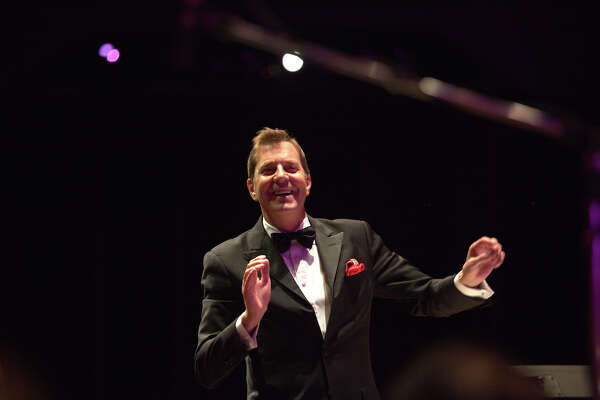 Steven Reineke returns as POPS conductor at the Houston Symphony