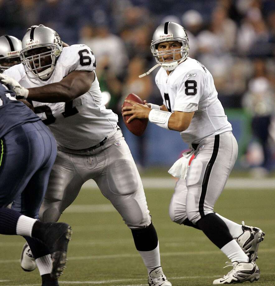 Raiders quarterback Marques Tuiasosopo drops back to pass against the Seahawks in the second half of a 2006 exhibition game. Photo: ELAINE THOMPSON, AP