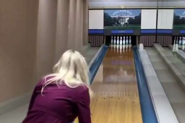 donaldjtrumpjrFamily bowling session at The White House. Vanessa doing pretty well considering she's still wearing high heels #inauguration #trump45 #usa #america #trump #whitehouse #bowling