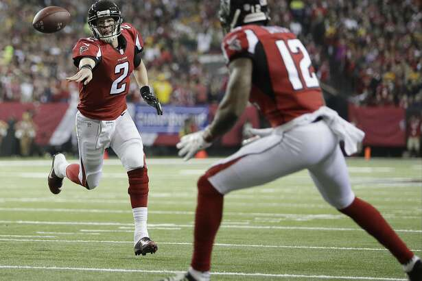 Atlanta Falcons' Matt Ryan throws a touchdown pass to Mohamed Sanu during the first half of the NFL football NFC championship game against the Green Bay Packers, Sunday, Jan. 22, 2017, in Atlanta. (AP Photo/Mark Humphrey)