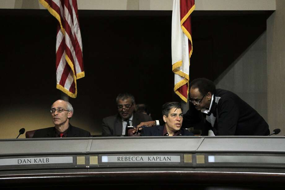 The Oakland City Council continues to drag its feet in setting up rules to govern the multibillion-dollar cannabis businesses in the city, frustrating entrepreneurs trying to get required permits. Photo: Carlos Avila Gonzalez, The Chronicle